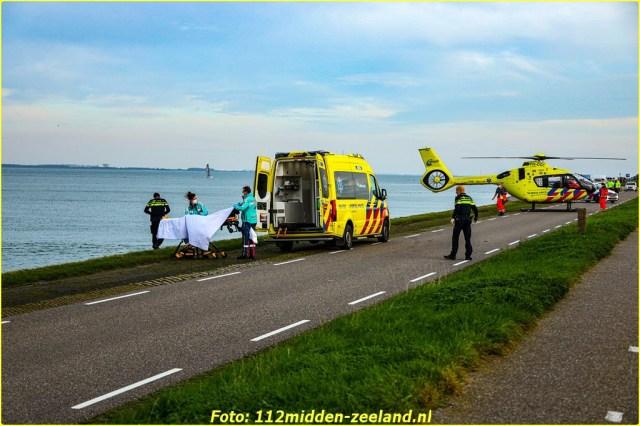 Traumahelikopter_ter_plaatse_voor_persoon_te_water_in_Wemeldinge_resized-BorderMaker