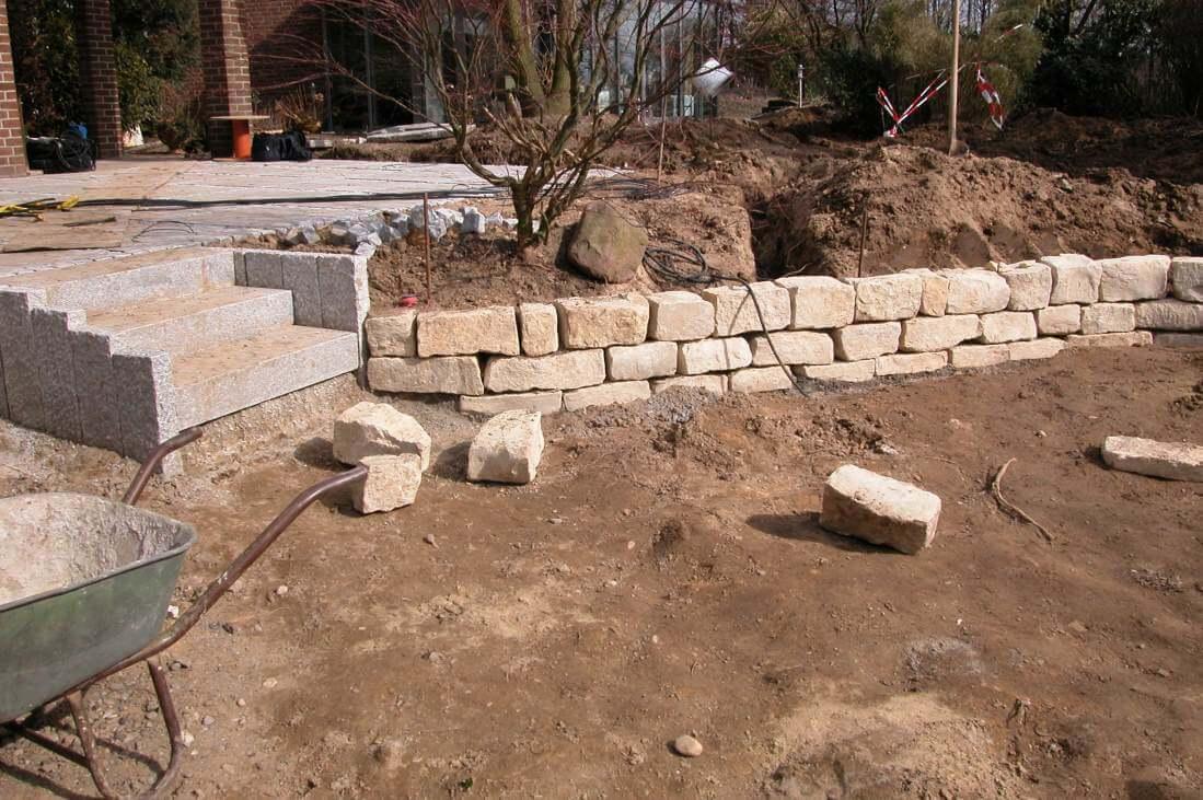 Treppenanlage aus Granitblockstufen