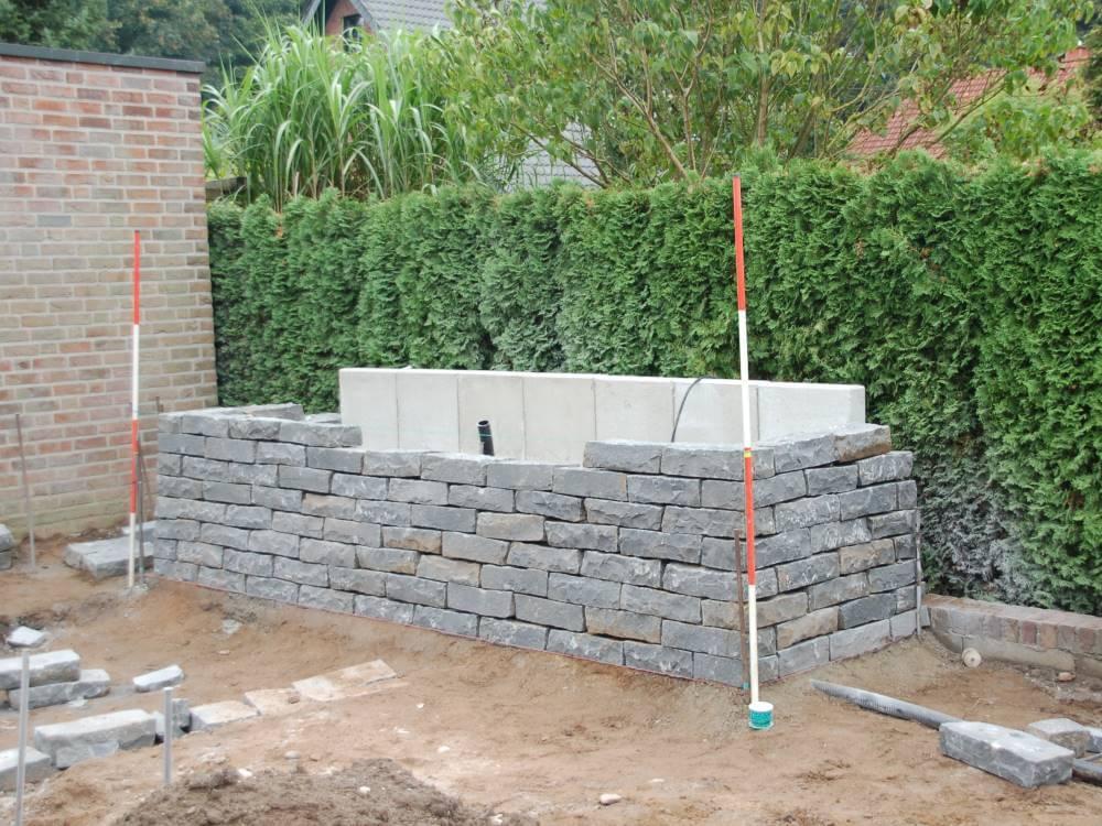 Gartenmauer aus Basalt Bruchstein