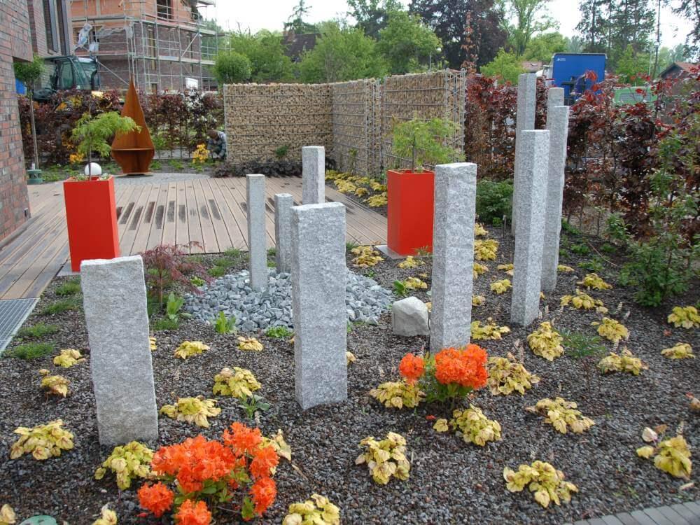 Der exklusive Garten Garten zeigt 8 Wochen nach Fertigstellung seine ersten Farben