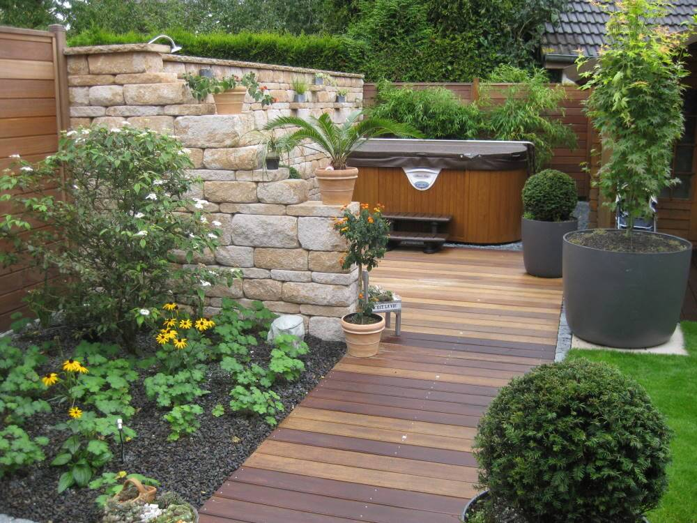 Garten mediterraner Stil mit Aussenwhirlpool