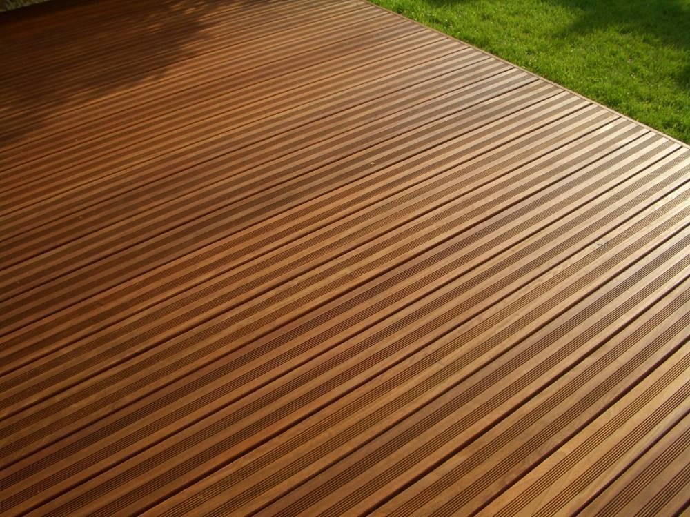 Holzterrasse aus Hartholz