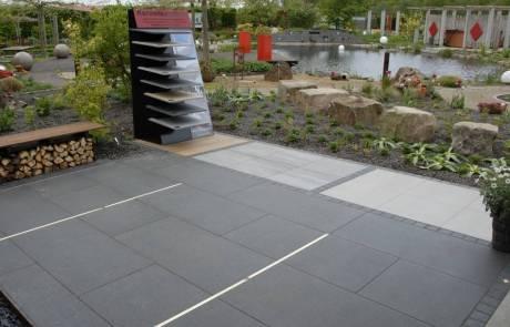 Unser Schaugarten mit Keramikplatten in verschiedenen Ausführungen