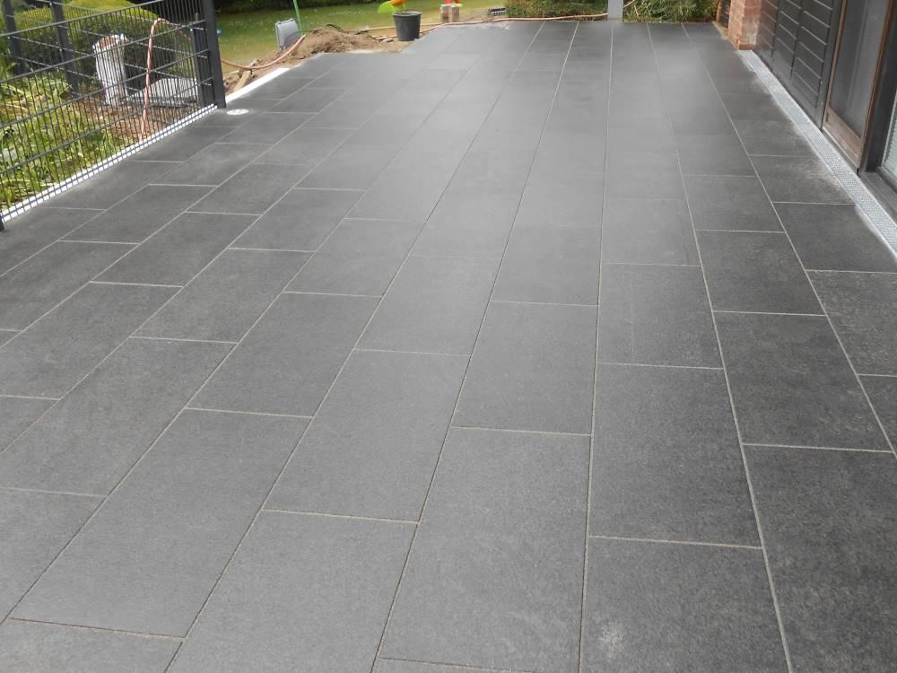 Natursteinplatten Basalt Terrasse  Traumgarten