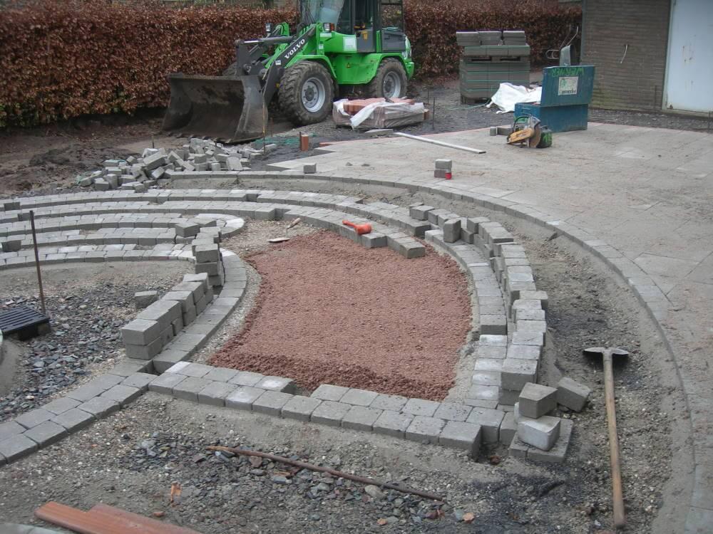 Pflasterarbeiten des neuen Labyrinth beginnen