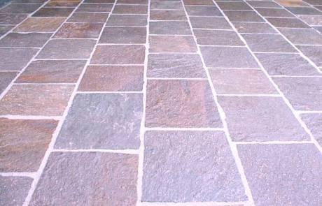 Porphyr Natursteinplatten spaltrauh und handbekantet