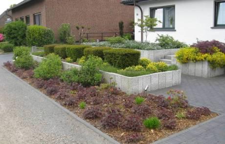 Rindenmulch im Vorgarten