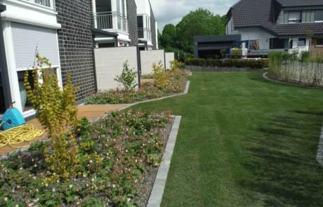 Der grüne Teppichboden für den Garten