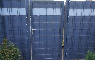 Stahlgittertor und Sichtschutz