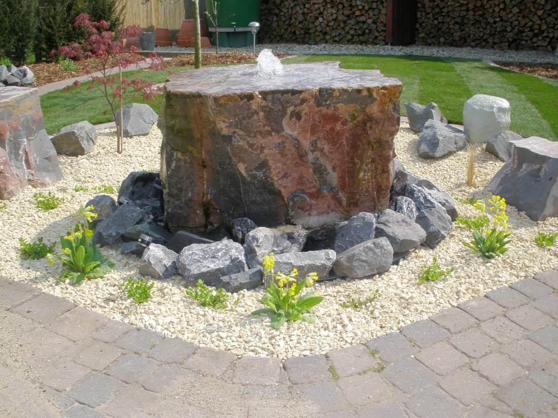 Wasserspiele Quellsteine | Galabau Mähler | Brunnen Garten