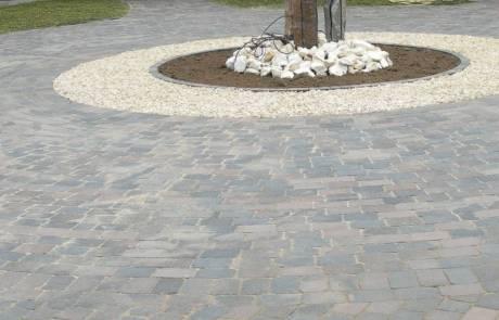 Betonsteinpflaster gekoppelt, Farbe: braun-nuanciert
