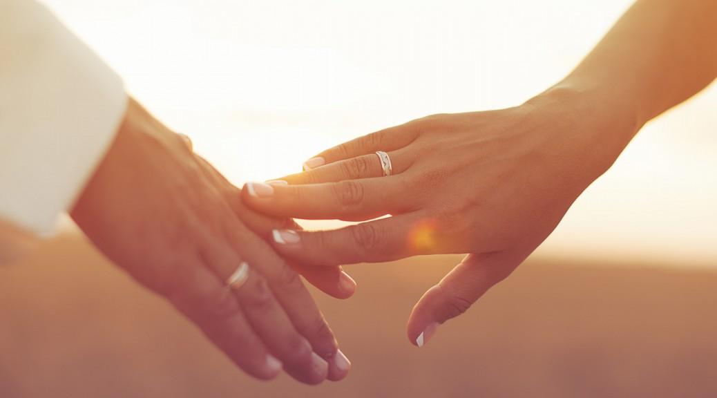 An welcher Hand trgt man die Eheringe  TrauringstudioBerlin