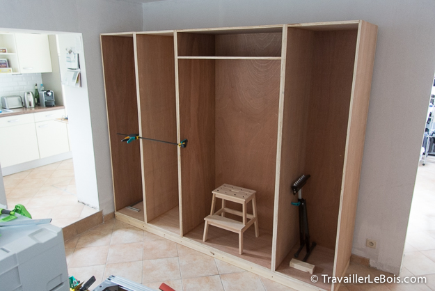 fabrication d un placard 4 me partie travailler le bois. Black Bedroom Furniture Sets. Home Design Ideas