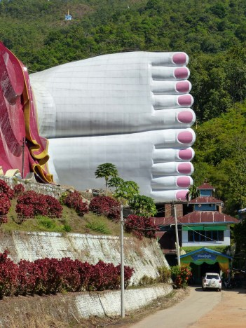 Win Sein Taw Ya - world's largest reclining Buddah