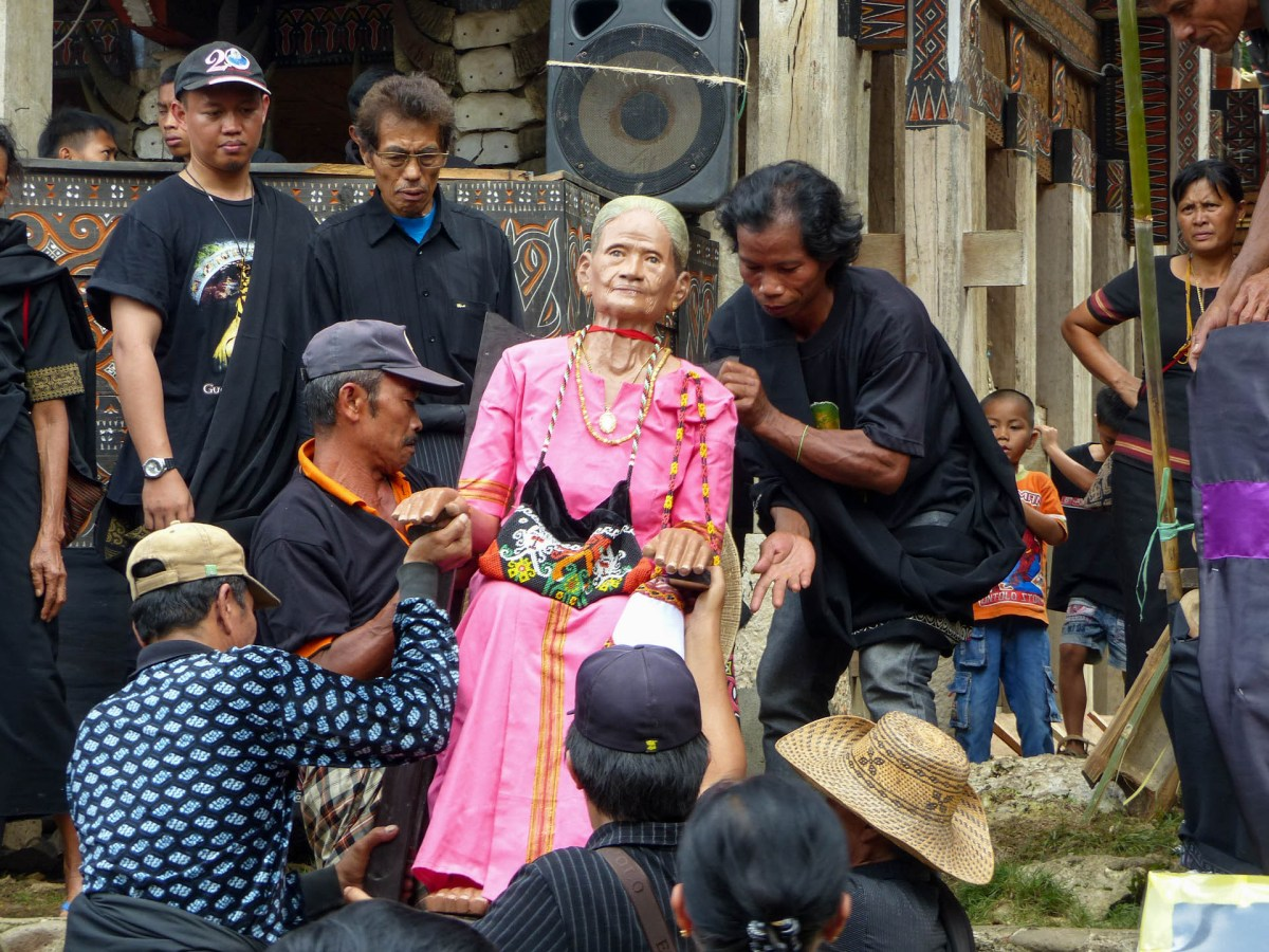 Tana Toraja Funeral Ceremony - wooden statue of the deceased Christian Jansen & Maria Düerkop