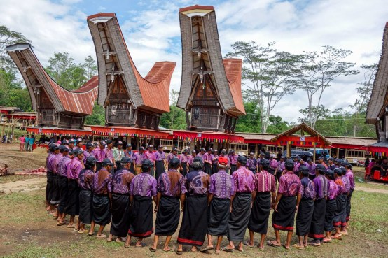 Tana Toraja Funeral Ceremony - chanting circle of village men Christian Jansen & Maria Düerkop