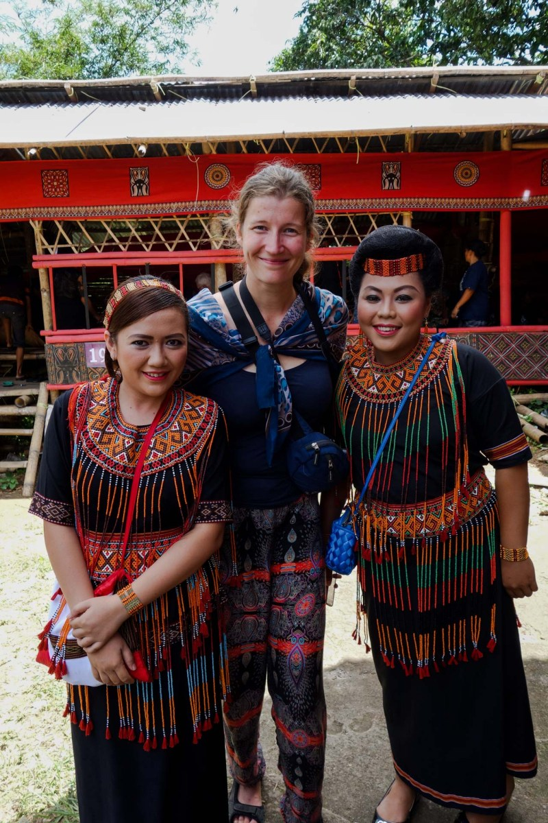 Tana Toraja Funeral Ceremony - Maria with granddaughters of the deceased Christian Jansen & Maria Düerkop