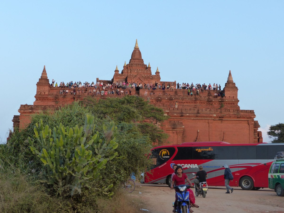 Mass tourism: Sunset spot - Bagan temple Christian Jansen & Maria Düerkop