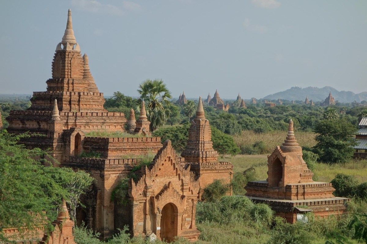 Temples at Bagan plain Christian Jansen & Maria Düerkop