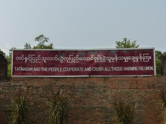 Mandalay Royal Palace - A warm welcome Christian Jansen & Maria Düerkop