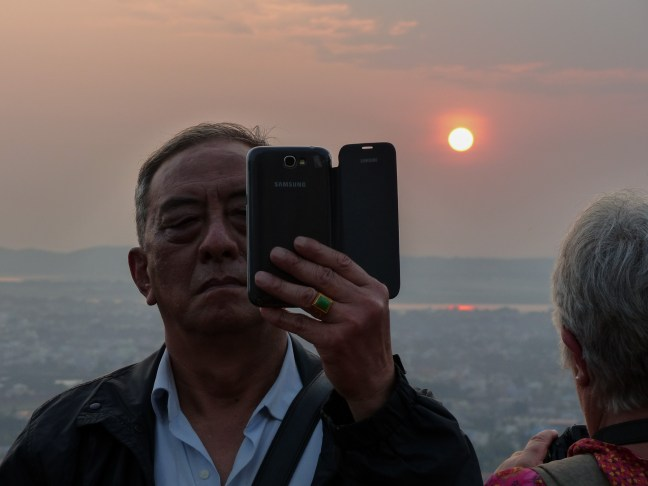 Mandalay hill - Sunset Selfie Christian Jansen & Maria Düerkop
