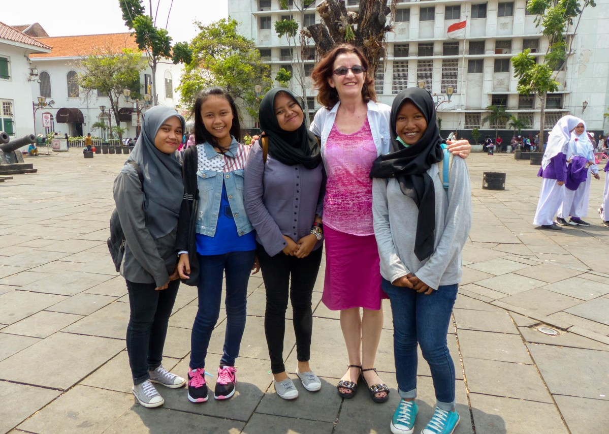 Jakarta - picture time: Wioleta and laughing girls Christian Jansen & Maria Düerkop