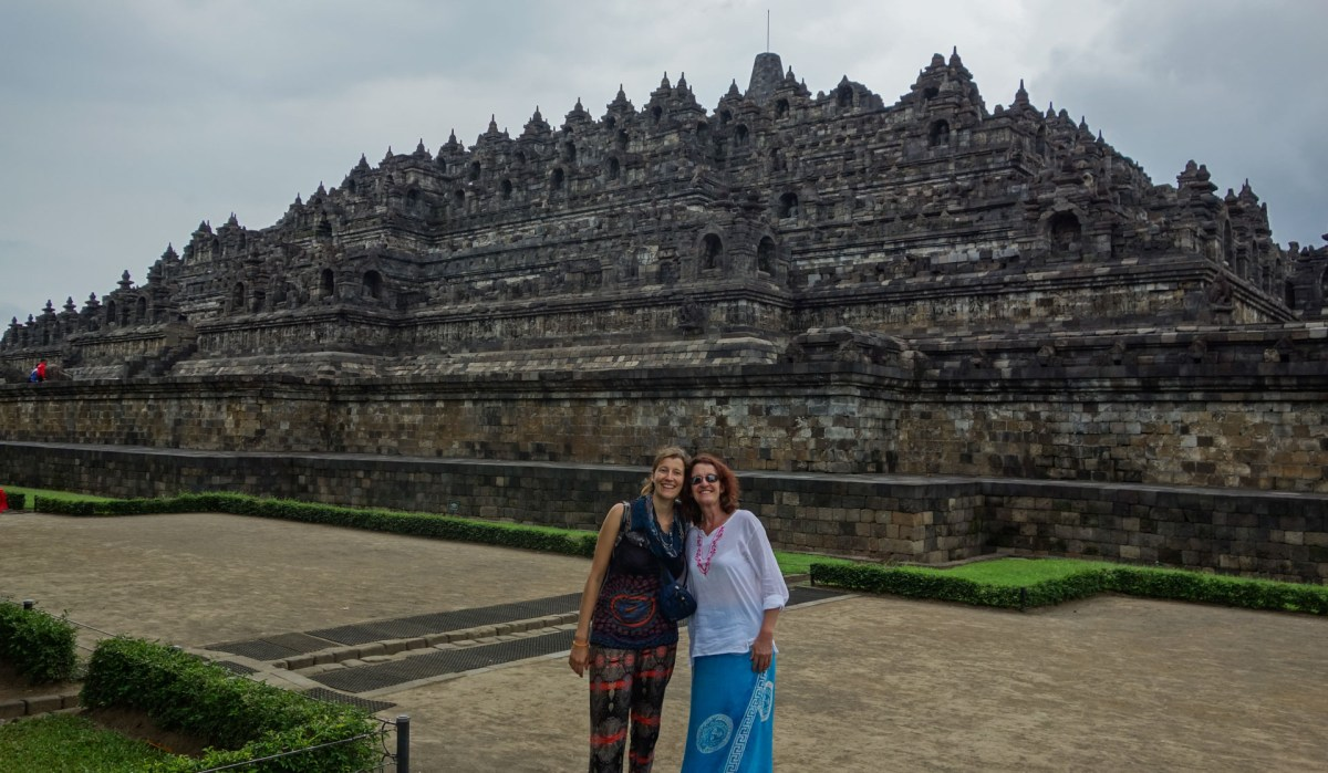 Yogyakarta - Borobodur temples: Posing mother and daughter Christian Jansen & Maria Düerkop