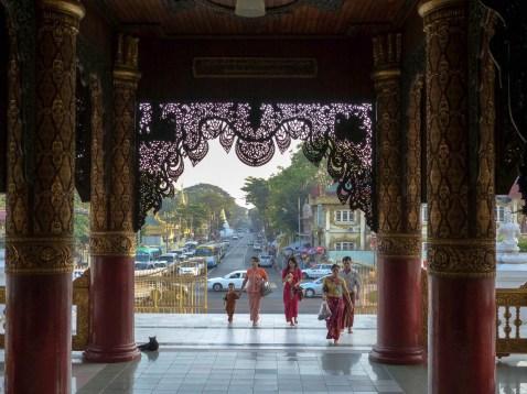 Yangon - Entry to Shwedagon Pagoda Christian Jansen & Maria Düerkop
