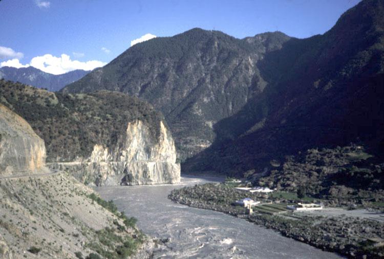 hunza_river.jpg (86653 bytes)