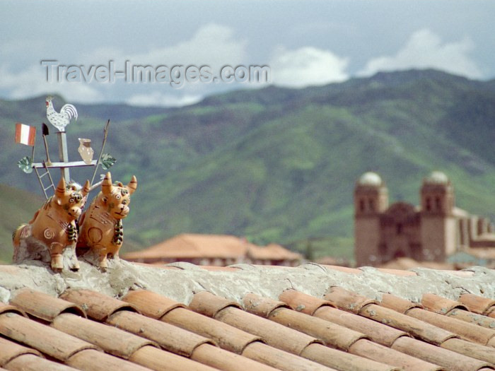peru32: Cuzco, Peru: roof decoration - bulls - photo by M.Bergsma - (c) Travel-Images.com - Stock Photography agency - Image Bank