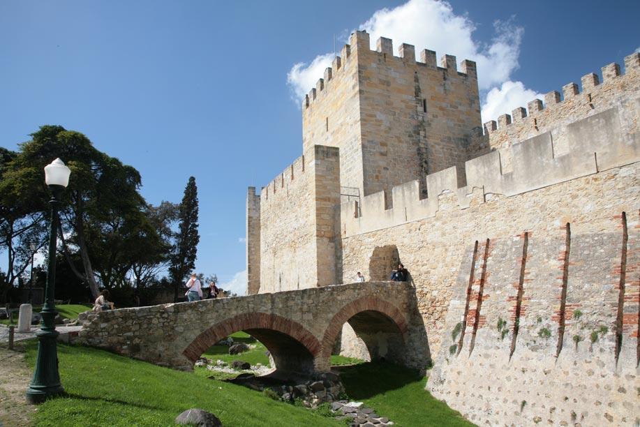 Castle Of Sao Jorge Lisbon Castles Portugal Travel Guide