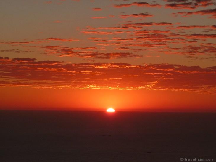 Die Sonne versinkt im Meer vor Kapstadt