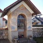 travel-slovenia-mali-lipoglav-chapel-view