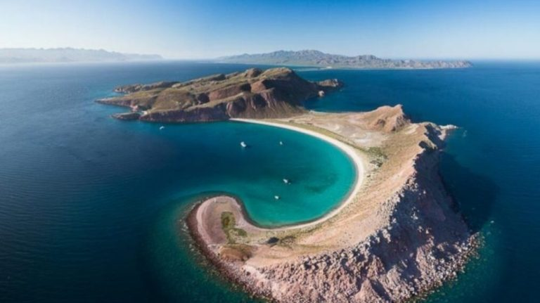 Sail the Islands of La Paz, Mexico