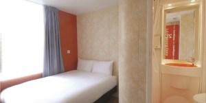 sleeping in london_paddington_easyhotel