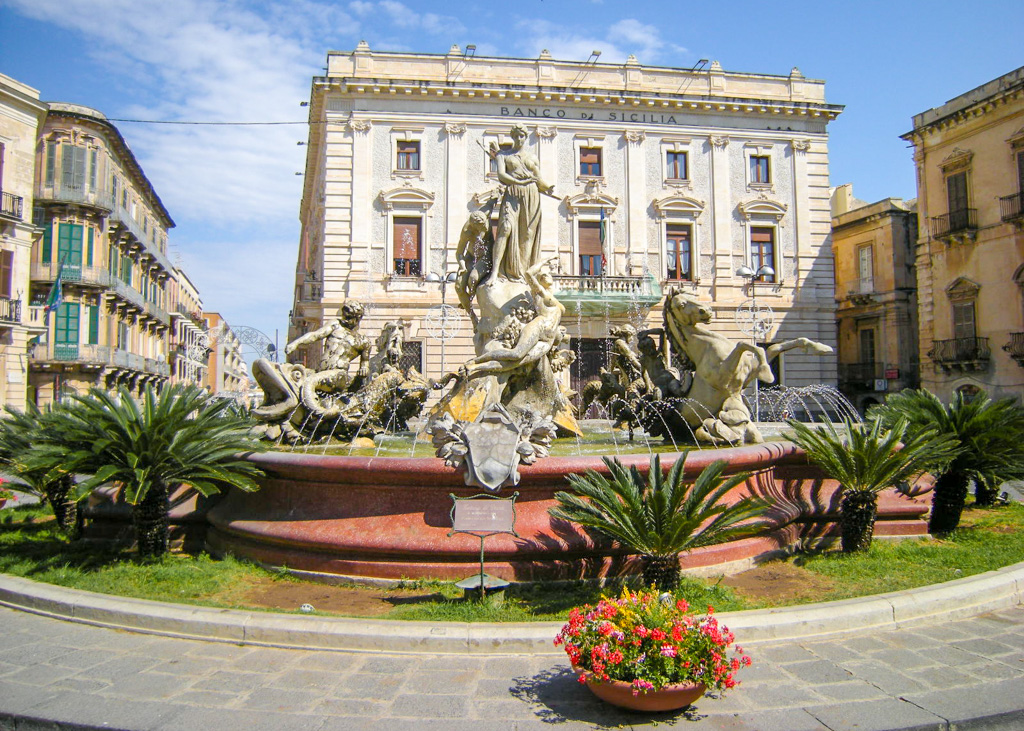 Fontana di Diana, Piazza Archimede. Ortigia, Siracusa, Sicilia, Italia