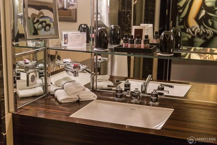 Bathroom supplies, Prince de Galles