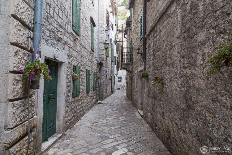 Ruas bonitas, centro histórico de Kotor