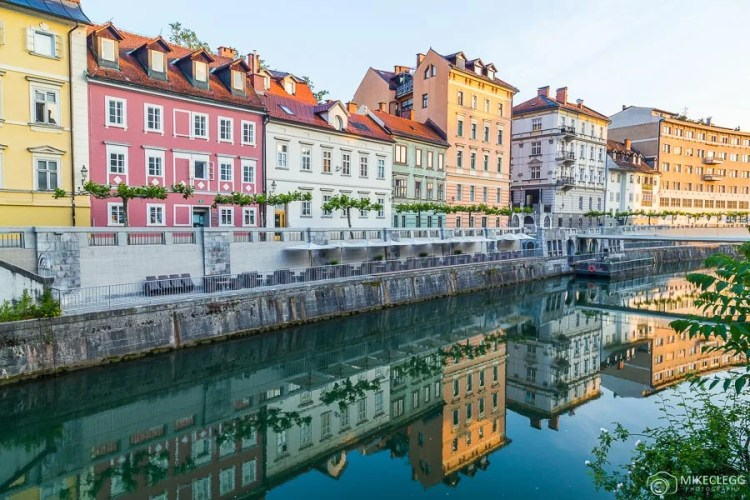Cores ao longo do rio Ljubljana