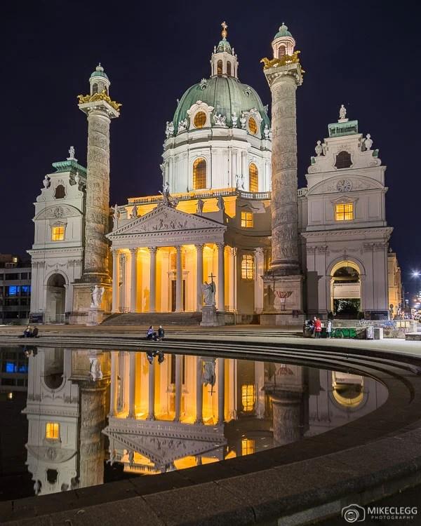Karlskirche à noite