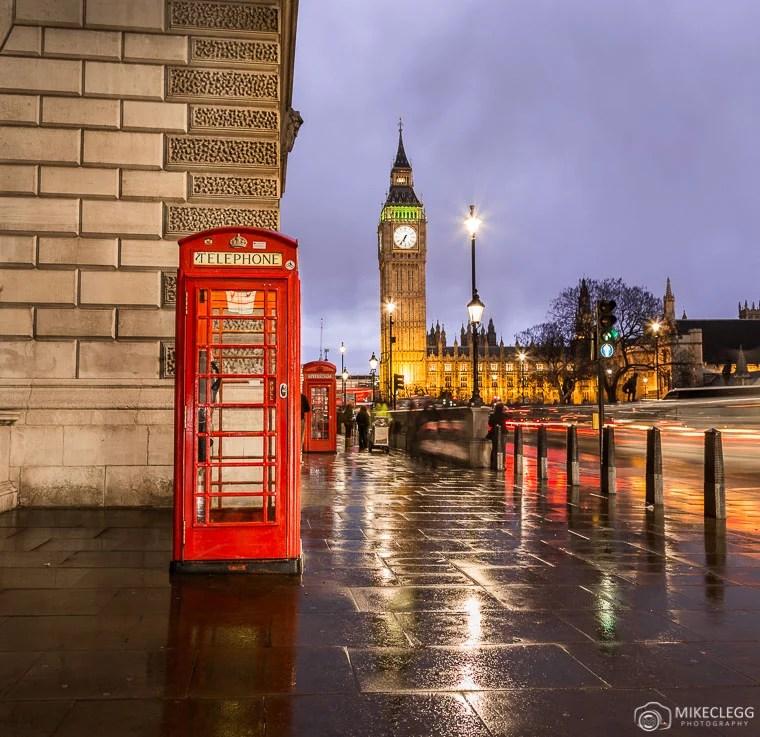 Cabines telefônicas vermelhas e Big Ben em Londres