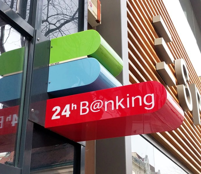 Sinais de ATM azuis e verdes em Viena, Áustria