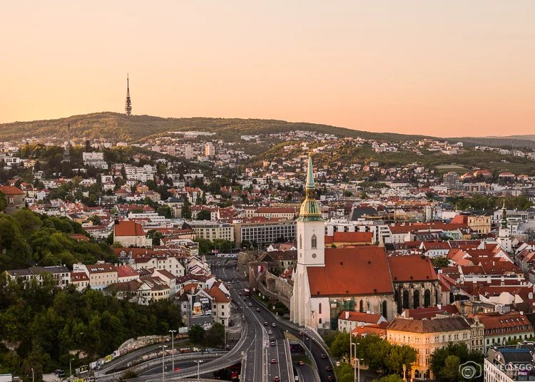 Bratislava Skyline ao pôr do sol
