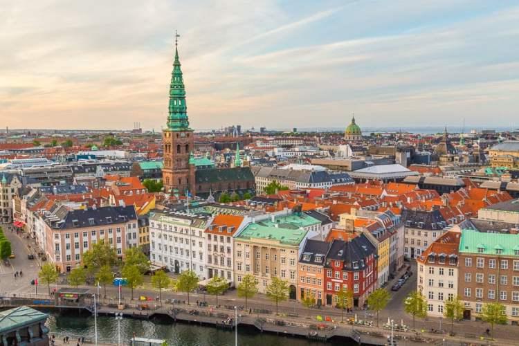 Skyline de Copenhagen da torre ao pôr do sol