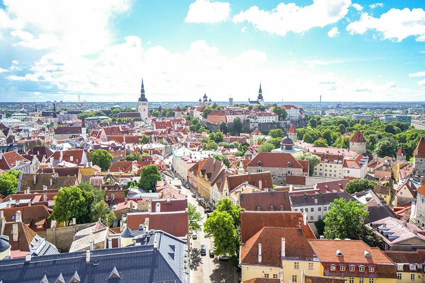 Vista de Tallinn da Igreja Olafs via Pixabay-2112816_1280