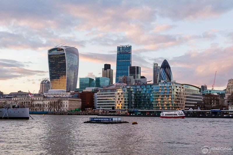 Horizonte da cidade de Londres ao pôr do sol