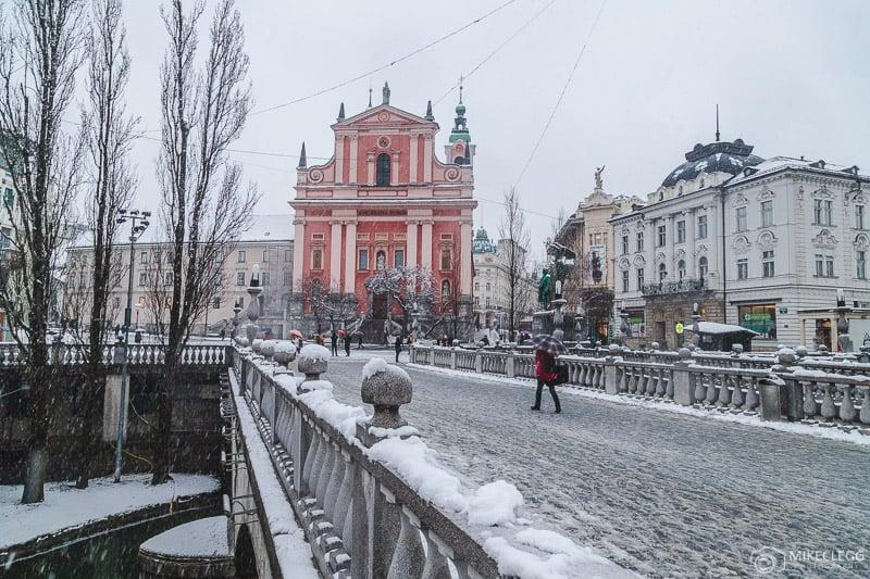 Ponte Tripla (Tromostovje) no inverno com neve