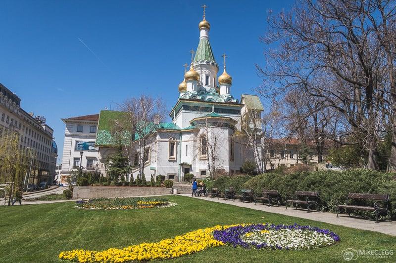Igreja Russa em Sofia durante o dia na primavera
