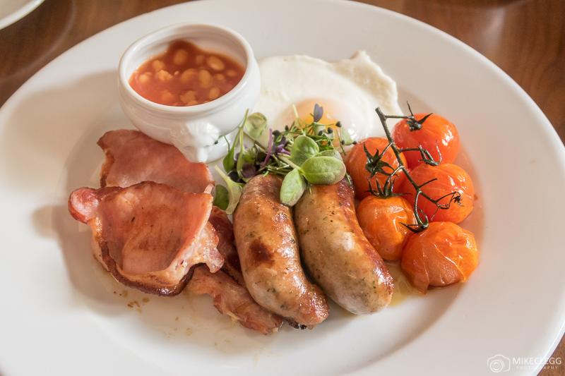 Fry-up típico inglês no café da manhã