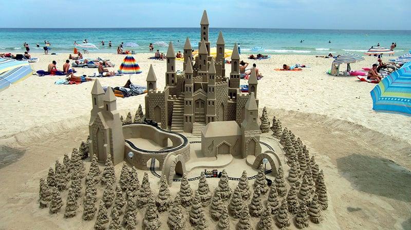 Praias e castelos de areia